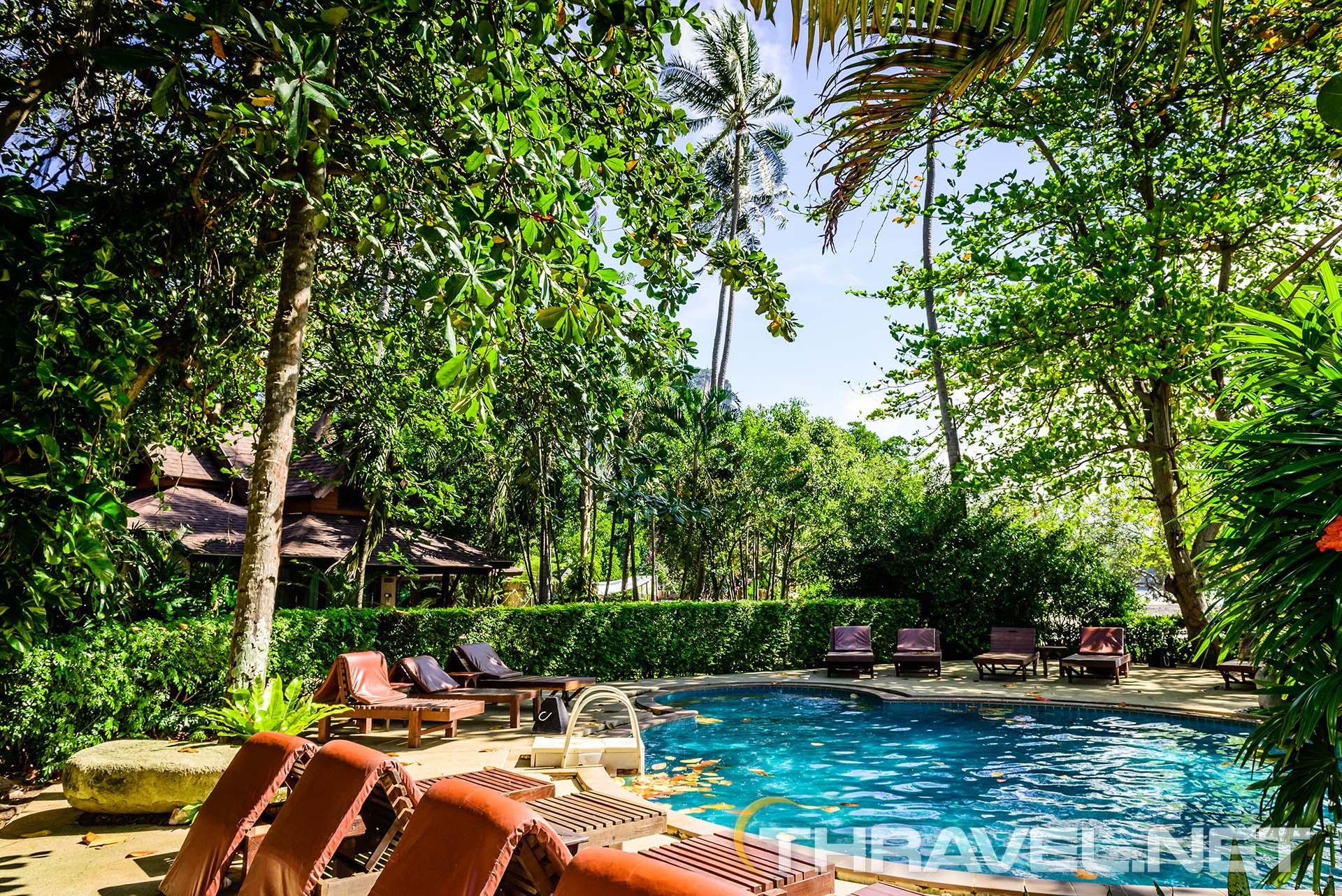 Sunset-Tropical-Resort-swimming-pool