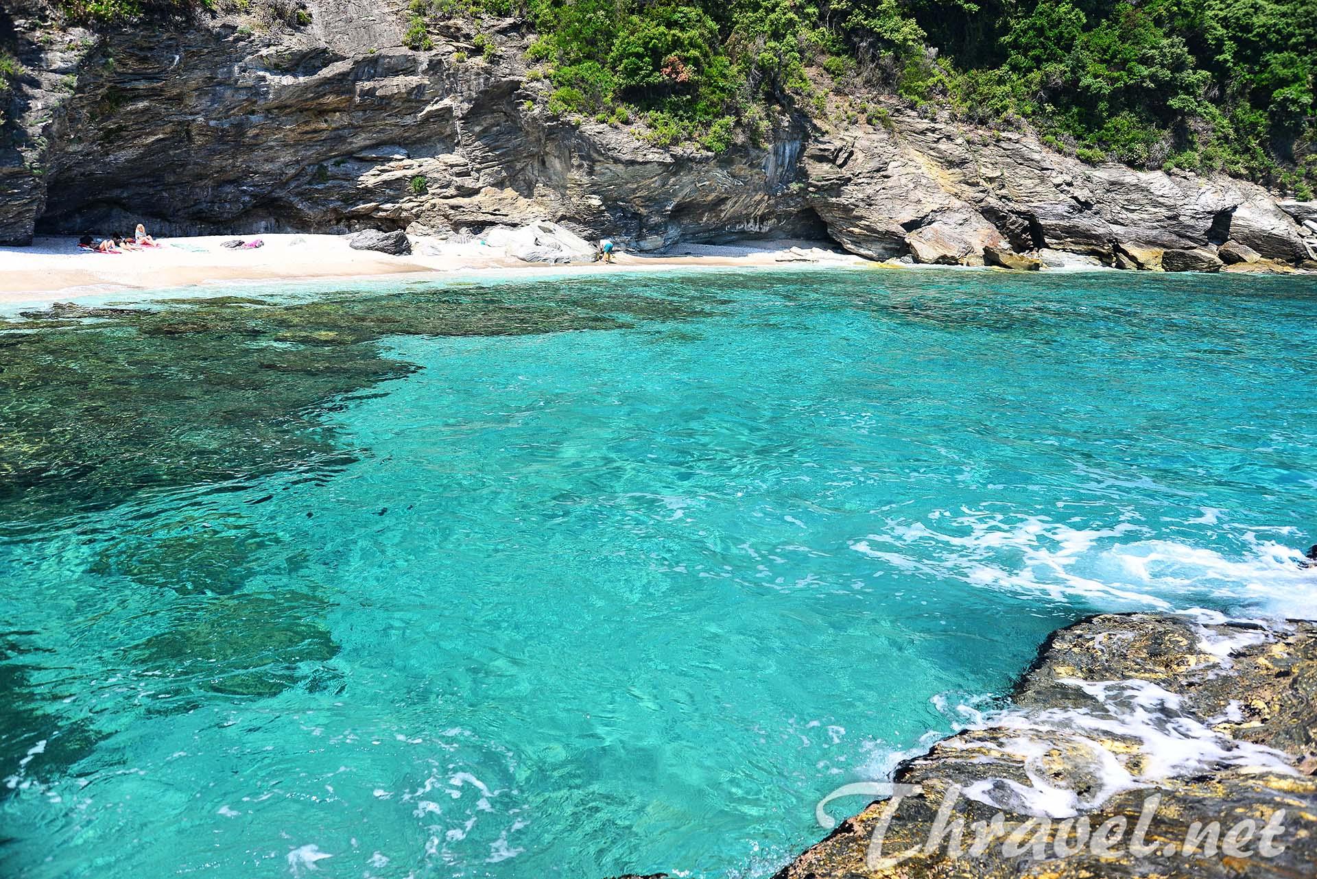 greek-beaches-plaka