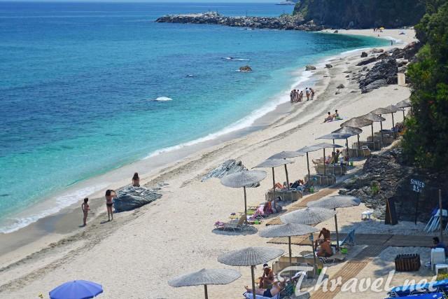 Plaka beach photo